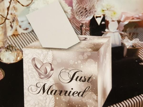 Briefbox Just Married